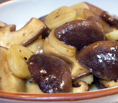 椎茸とにんにくの炒め物