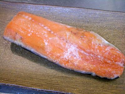 幻の鮭児(けいじ)をルイベ(凍った刺身)