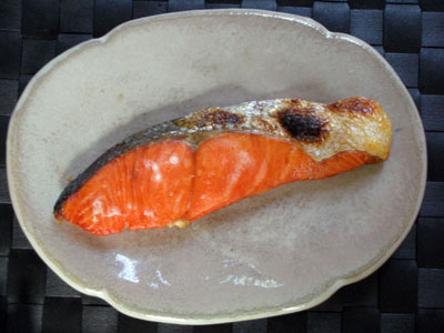 今日の朝食は紅鮭定食