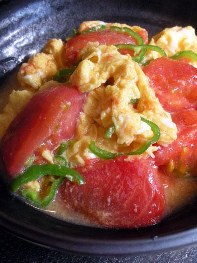 湯むきトマトと鶏卵の炒め物