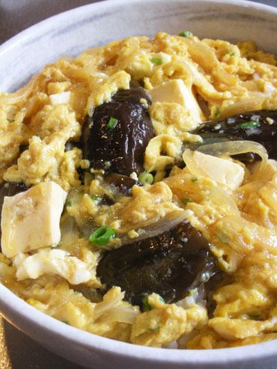煮浸し茄子と豆腐のぶっかけたまご丼