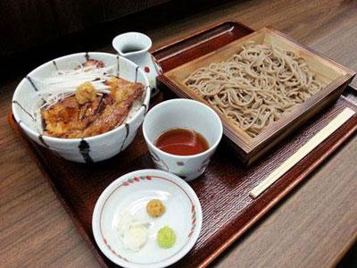 蝦夷前蕎麦と豚丼「北堂(ほくどう)」