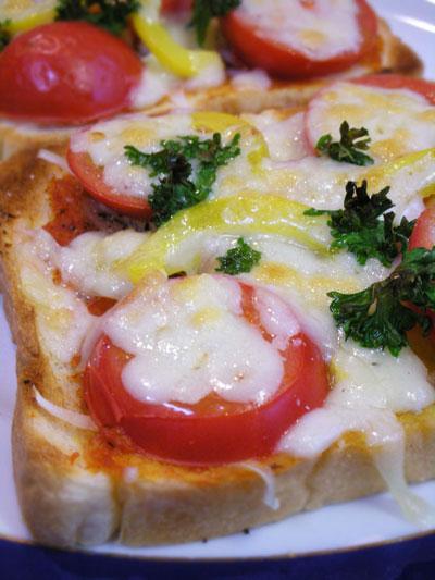 はニセコ産塩トマトのピザトースト