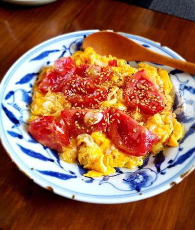 """""""たまごとトマトの炒め物ごま風味"""""""