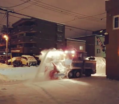 真夜中の除雪車